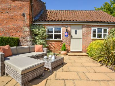 Photo for Cosy cottage with nice terrace in the village of Swannington
