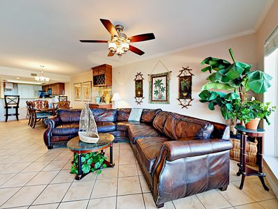 Living Area - Welcome to South Padre! There's comfortable seating for 6 on the couch.