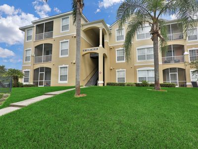 Photo for NEW LISTING! Cozy condo w/balcony & shared pool/hot tub/tennis-4 miles to Disney