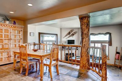 5547 Bear Hollow Village Dining Area