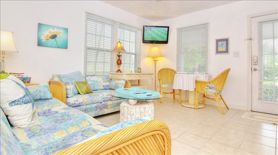Welcome to Island Paradise Resort Cottages of Madeira Beach! - Madeira Beach