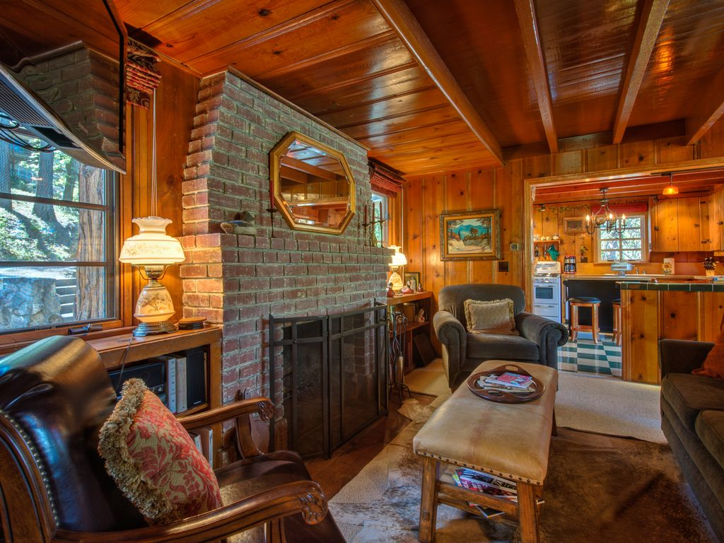 Just for two pristine vintage cabin beach club ac for Romantic big bear cabins