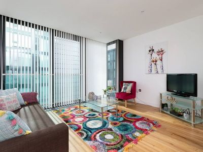 Photo for Fantastic 1-bed on the iconic quatermile