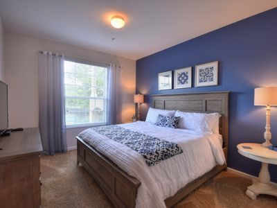 Photo for Cozy condo minutes from Disney 2301