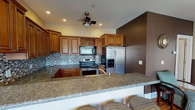Large Full Size Modern Kitchen w/seating bar.