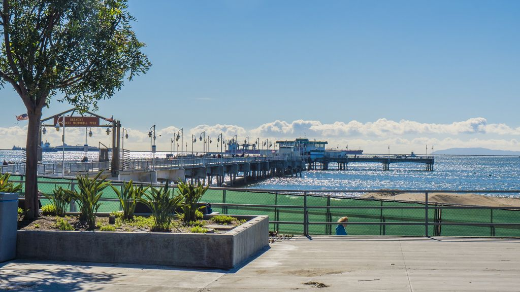 Belmont Shore Beach has a large parking area at Bennett Avenue and street parking along Ocean Boulevard. The Belmont Pool shares the parking lot for the pier and is a public facility for swimming when the ocean is less-inviting.