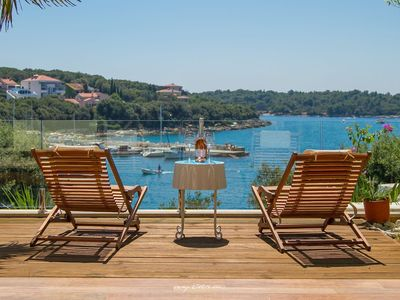 Photo for Well appointed beachfront villa in Pula