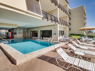 Beach and pool access, beautiful oceanfront views from balcony, and Netflix!
