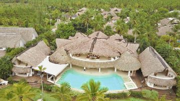 Luxury villa on the beach with 13 bedrooms,16 bathrooms, pool, jacuzzi,..