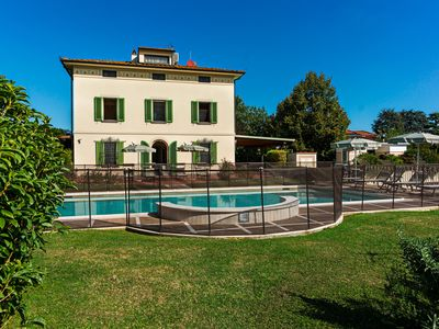 Photo for Villa with concierge services, private and heated pool and gourmet activities