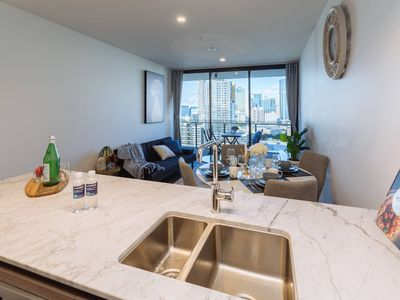 Photo for ★Breathtaking★ 2 Bed Apt in Heart of SouthBrisbane