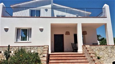 Photo for Beautiful newly refurbished 5 bedroom seaside villa