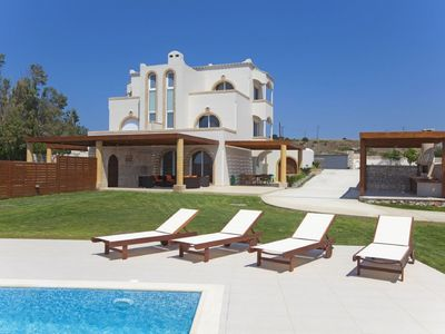 Photo for This 3-bedroom villa for up to 7 guests is located in Kiotari and has a private swimming pool, air-c
