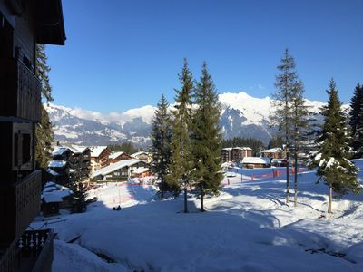 Photo for Spacious 3 Bedroom Apartment Right on the Slopes