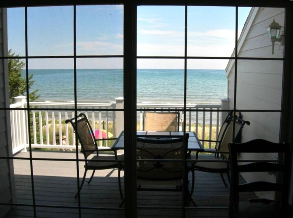 Sunrise shores condo 3 beautiful sand beach clean condo for Sand lake private residences for rent