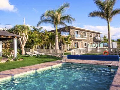 Photo for Stuning views over the Ocean, free wifi, SAT TV, common heated pool