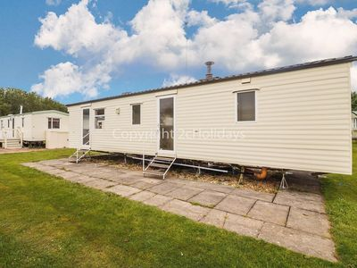 Photo for 8 berth caravan for hire at Southview Holiday park. 2 night stays ref 33024