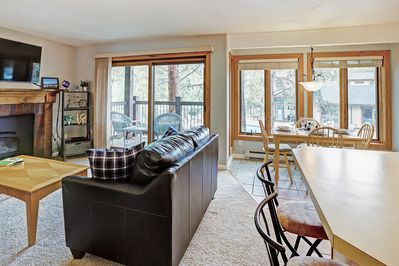 Inner Circle 3 - a SkyRun Breckenridge Property - Plenty of seating for the whole family in the living room!