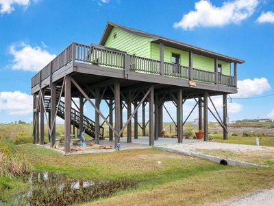 Photo for NEW LISTING! Adorable home with lots of space - close to the Gulf & ferry