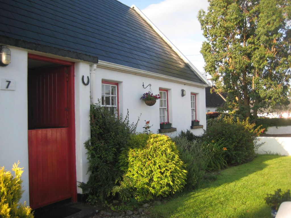 Traditional Irish Cottage In The Heart Of The Golden Vale
