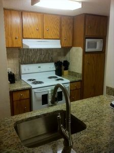 Small but very complete kitchen.