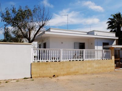 Photo for Villa with beautiful garden, 2 rooms, center of Torre Lapillo