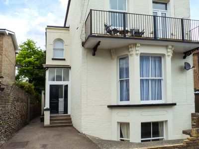 Photo for 2BR Cottage Vacation Rental in Ramsgate