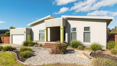 Photo for Affinity on Killara, with FREE Wi-Fi! Sleeps 12.