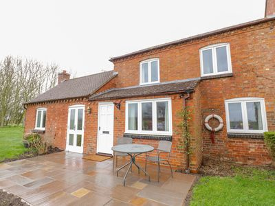 Photo for Wigrams Canalside Cottage, NAPTON-ON-THE-HILL