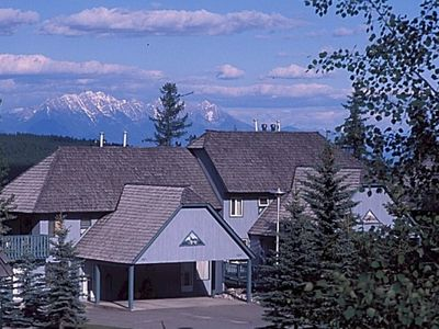 Photo for Affordable Alpine Getaway; Ski in/Ski out; Private Hot Tub; Golf Mecca.