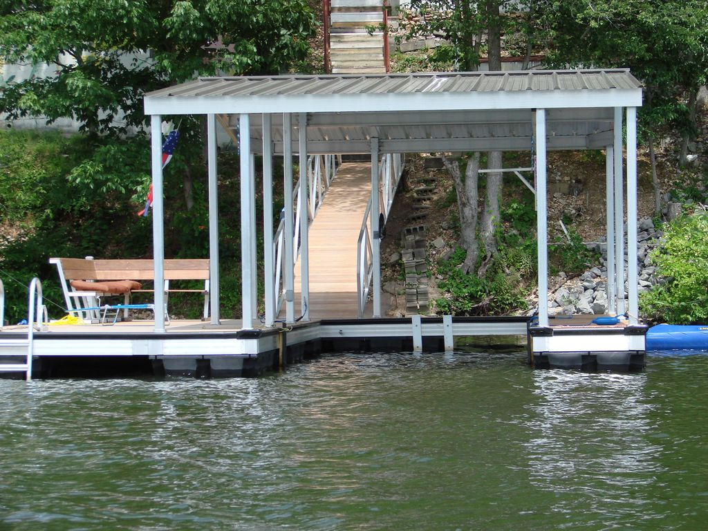 Kentucky lake scenic retreat llc quiet relaxing large for Quiet waters retreat