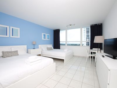 Direct Beach Access Studio with Bay View - Pool parking wifi