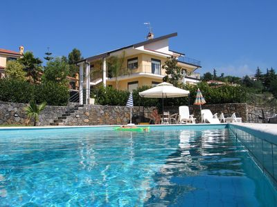 Photo for Panoramic villa on two levels, with large garden and pool