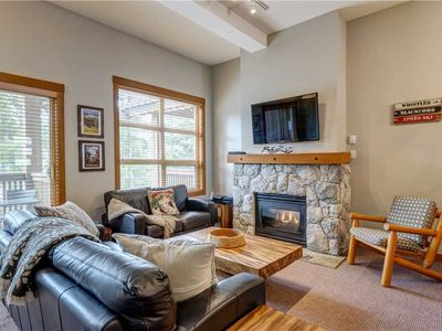 SKI IN/OUT! Breathtaking Mountain Views! Private Hot Tub! Cozy Fireplace!