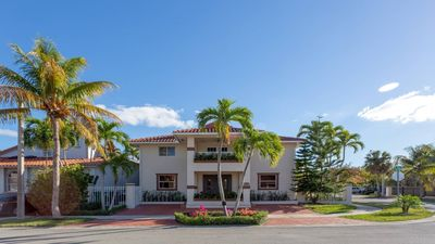 Photo for *Centric 3BR Fully-Equipped Spacious & Clean *FIU*