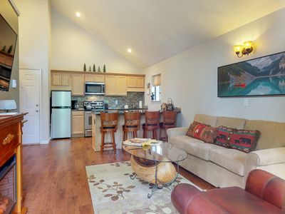 Photo for Convenient condo w/shared hot tub & pool - close to Village