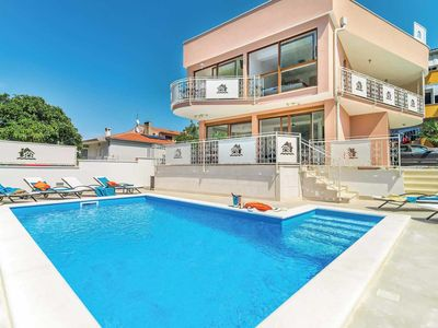Photo for 3 bedroom Villa, sleeps 6 in Novigrad with Pool, Air Con and WiFi