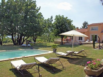 Photo for Detached villa with enclosed beautiful garden and private pool, 1km from Céreste