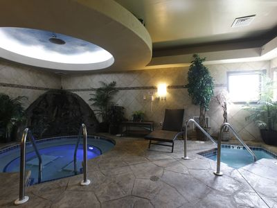The Luxurious StaySpa Resort on Castle Rock Lake - Hot Tubs,  Steam Suite & Wifi