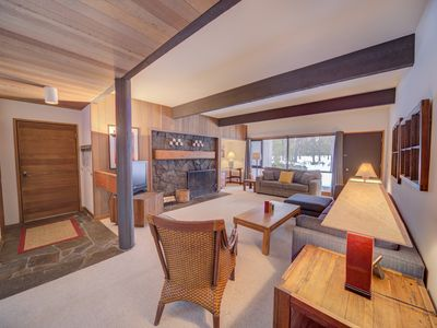 Photo for A posh ground level condo with air conditioning and golf course views!