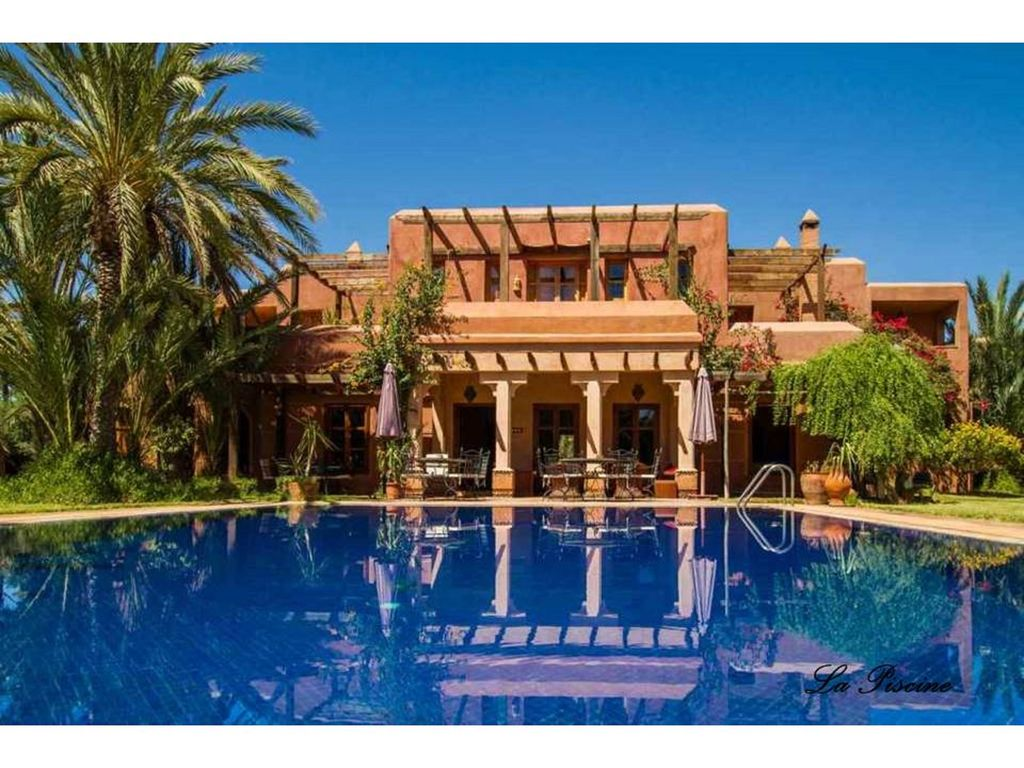 the golden moon villa in paradise in the palm grove, ouahat sidi