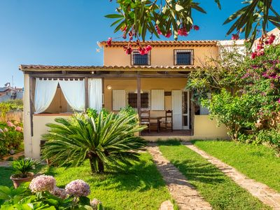 Photo for Mediterranean Holiday Home with Wi-Fi, Air Conditioning, Garden & Terrace; Parking Available, Pets Allowed