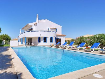 Photo for 5 bedroom Villa, sleeps 10 in Galé de Cima with Pool, Air Con and WiFi