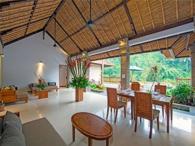 Photo for Luxury Villa near Ubud with private infinity pool
