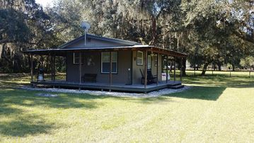 Beautiful Cottage on 'Gentlemans Ranch' in Historic Floral City.