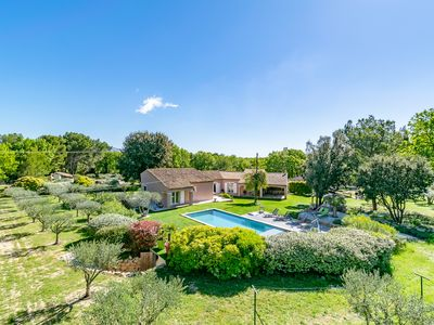 Photo for Villa Oulivo - enjoy a peaceful stay under the quietness of Provence
