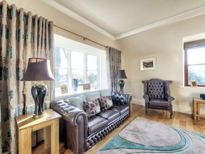 Photo for Quiet Retreat -FREE parking. Nr city centre- overlooks Modern Art Gallery.