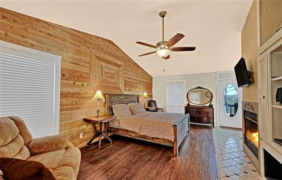 Photo for Ozark Spring Cabins Firefly Glow #4, King Bed, Giant Spa Tub, Kitchen, Secluded, Private Deck W/View