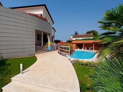 Photo for Apartment 1447/13395 (Istria - Porec), Family holiday, 800m from the beach