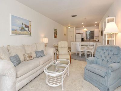 Photo for Gorgeous Updated One Bedroom - Best Location on Siesta Beach, Walk to Village